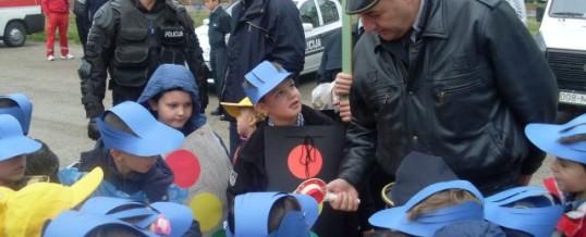 """Učešće službenika policije u manifestaciji OŠ """"Novi grad"""""""