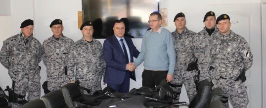 Uručena oprema Jedinici policije za specijalnu podršku MUP-a TK-a