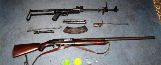 U 11 pretresa policija oduzela oružje, drogu i otuđene predmete