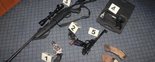 Uprava policije – U pretresima pronađeni oružje, droga i drugi predmeti